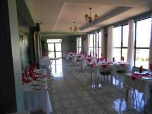 A restaurant or other place to eat at Hotel Rocas del Pacifico