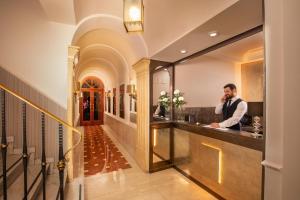 The lobby or reception area at Hotel Del Corso