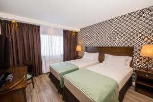 Una cama o camas en una habitación de Calafate Parque Hotel