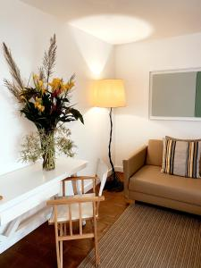 A seating area at ECORKHOTEL Evora
