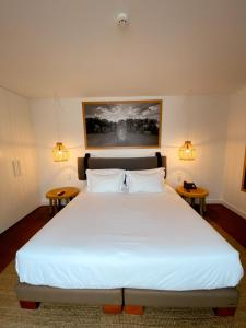 A bed or beds in a room at ECORKHOTEL Evora