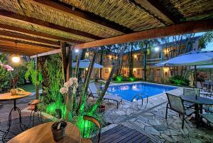 A piscina localizada em Pousada Villaggio ou nos arredores