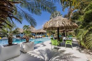 A piscina localizada em Van Gogh Inn Aruba ou nos arredores