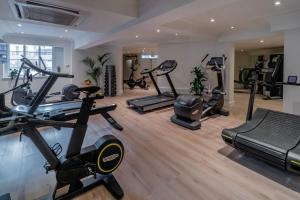 The fitness center and/or fitness facilities at Melia White House Hotel