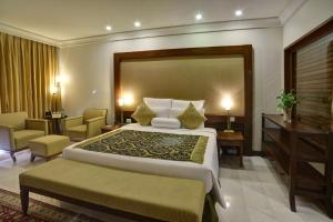 A bed or beds in a room at Zaver Pearl Continental, Gwadar