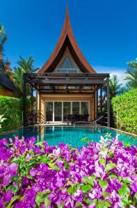 The swimming pool at or close to Koh Chang Beach Villas