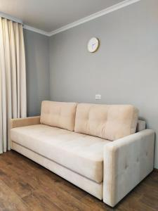 A seating area at Apartment on Kommunistichesky