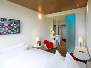A bed or beds in a room at citizenM Paris Charles de Gaulle Airport