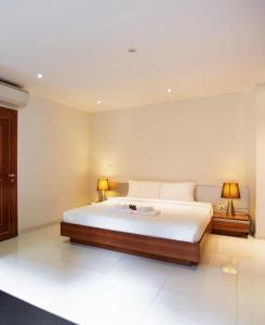 A bed or beds in a room at Koh Chang Beach Villas