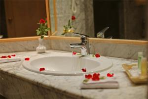 A bathroom at Hasdrubal Thalassa & Spa Yasmine Hammamet