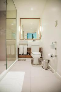 A bathroom at Bugan Recife Hotel by Atlantica