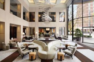 The lounge or bar area at Nobu Hotel London Portman Square