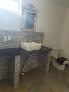 Um banheiro em Blue View Apartments