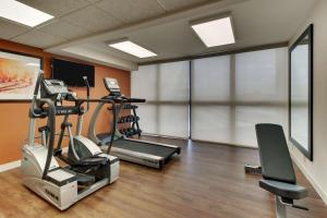 The fitness center and/or fitness facilities at Pear Tree Inn St. Louis - Arnold