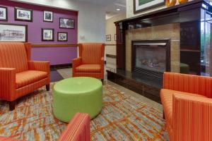 The lobby or reception area at Drury Inn & Suites West Des Moines