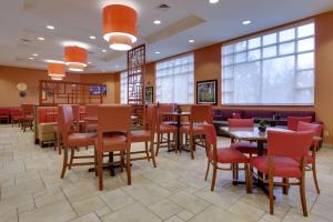 A restaurant or other place to eat at Drury Inn & Suites Baton Rouge