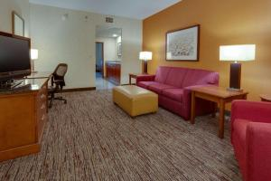 A seating area at Drury Inn & Suites Baton Rouge