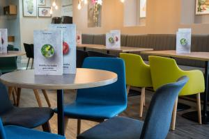 A restaurant or other place to eat at Holiday Inn Manchester West