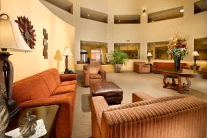 A seating area at Drury Inn & Suites Phoenix Airport
