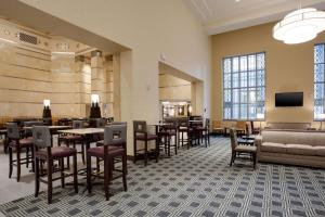 A restaurant or other place to eat at Drury Plaza Hotel Pittsburgh Downtown