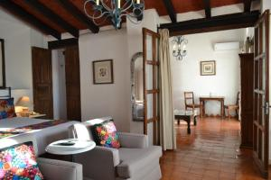 A restaurant or other place to eat at Hotel Casa Rosada - Adults Only