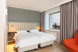 A bed or beds in a room at Park Inn by Radisson Meriton Conference & Spa Hotel Tallinn