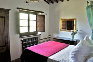 Letto o letti in una camera di House with 4 bedrooms in Montelaterone with wonderful mountain view private pool enclosed garden 19 km from the slopes