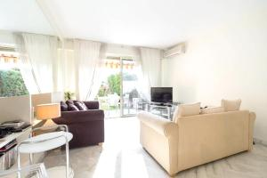 A seating area at Apartment with 2 bedrooms in Cannes with shared pool enclosed garden and WiFi 1 km from the beach