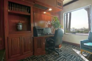 The business area and/or conference room at Azure Hotel&Suites Ontario Trademark Collection by Wyndham