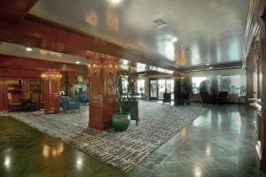 The lobby or reception area at Azure Hotel&Suites Ontario Trademark Collection by Wyndham