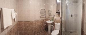 A bathroom at Svir Hotel