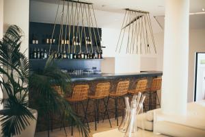Salon ou bar de l'établissement Hôtel Cala di Greco