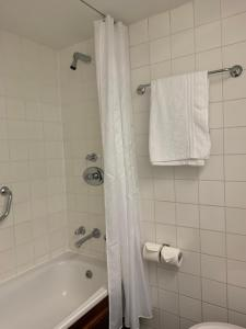 A bathroom at Copthorne Hotel Newcastle