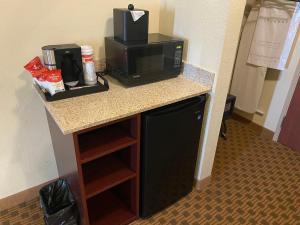 A kitchen or kitchenette at Cobblestone Hotel & Suites - Broken Bow