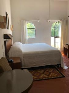 A bed or beds in a room at Hotel Ilebal