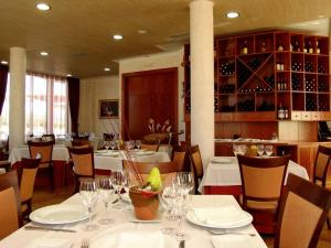 A restaurant or other place to eat at Complejo El Carrascal