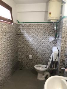 A bathroom at Folklore Hostel Manali