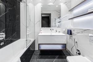 """Ванная комната в Sky Luxury """"Suite"""", Отельные апартаменты 60 Этаж - Башня Нева"""