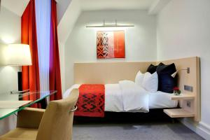 A bed or beds in a room at Scandic Palace Hotel