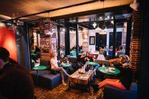 Restaurant ou autre lieu de restauration dans l'établissement Hotel Not Hotel