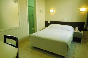 A bed or beds in a room at Hotel Elevado