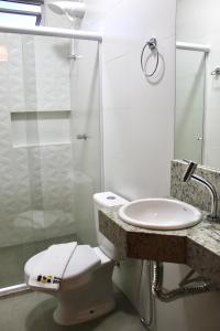A bathroom at Hotel Porto Salvador