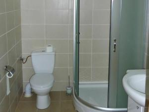 O baie la Hotel Dusan si Fiul Resita Nord
