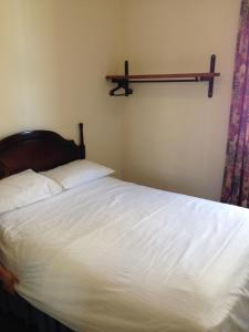 A bed or beds in a room at Berties Lodge