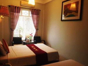 Giường trong phòng chung tại Nhu Phu Hotel