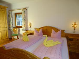 A bed or beds in a room at Pension Rainhof
