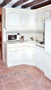 A kitchen or kitchenette at House with 3 bedrooms in Cheronvilliers with enclosed garden and WiFi