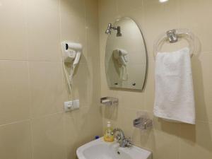 A bathroom at Akaki's Guesthouse