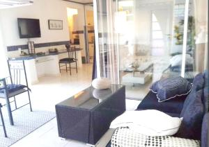 A seating area at Studio in Collioure with wonderful sea view enclosed garden and WiFi 400 m from the beach