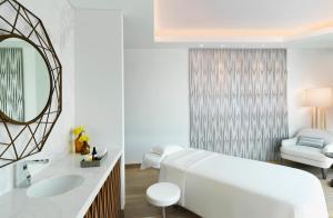 A bathroom at Sofitel Dubai The Obelisk